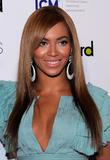 Beyonce -Cleavage, Billboard's 4th Annual Women In Music, New York, 02ott09 Th_31546_Beyonce_Billboard40s_4th_Annual_Women_In_Music_NYC_021009_018_122_428lo