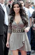 Kim Kardashian, Cleavy, ShoeDazzle at Century City Shopping Mall, 29gennaio2010 Th_15361_k1_122_58lo