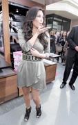Kim Kardashian, Cleavy, ShoeDazzle at Century City Shopping Mall, 29gennaio2010 Th_15366_k2_122_862lo