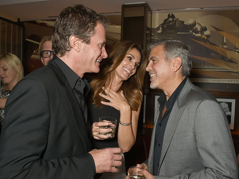 George Clooney At joe's Stone crab in Miami Feb 16  Cindy-crawford-800