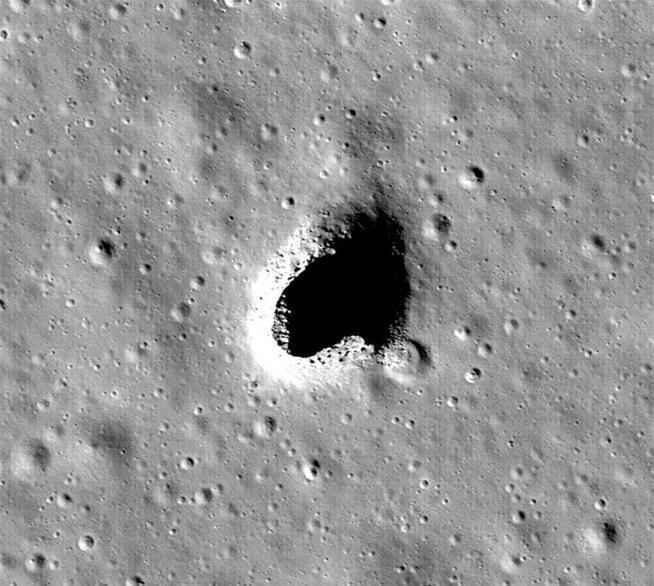 Descubren una cueva en la Luna que podría ser usada para futuras bases lunares 1148071-11-20171018135444