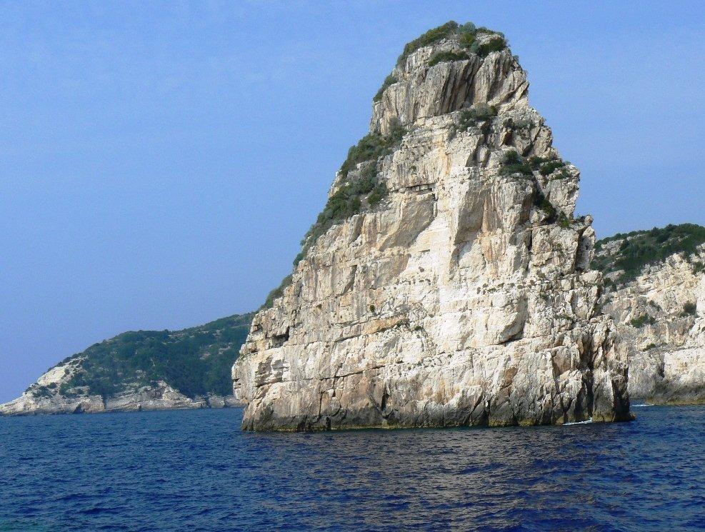تعرفوا على باكسوس الجزيرة اليونانية الهادئة! 858233984