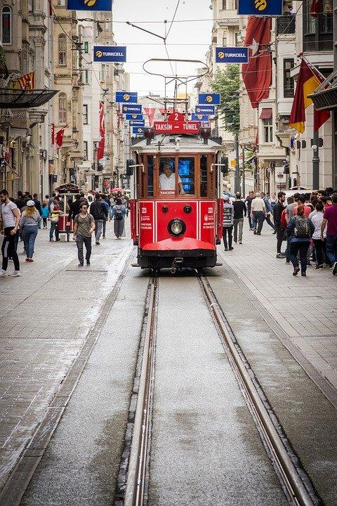ميدان تقسيم أكثر الأماكن حيوية في اسطنبول، تعرفوا عليه 830026629