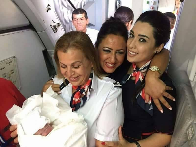 تونسيّة تلد على متن طائرة، ماذا سيكسب المولود؟ 625670564