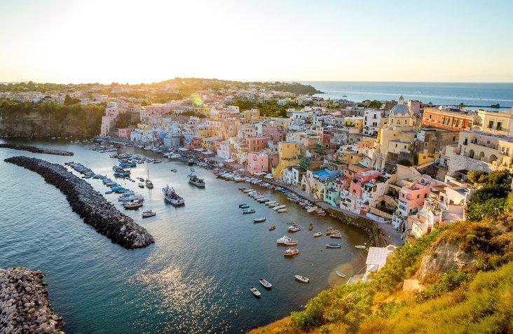 تعرفوا على جزيرة ايشيا الايطالية روعة في الجمال 1125750281