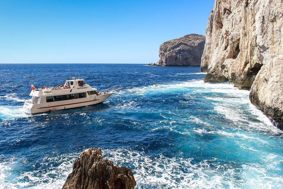 سردينيا وجهة سياحية صيفية أوروبية مهداة لهواة التاريخ والشواطئ 1298316956