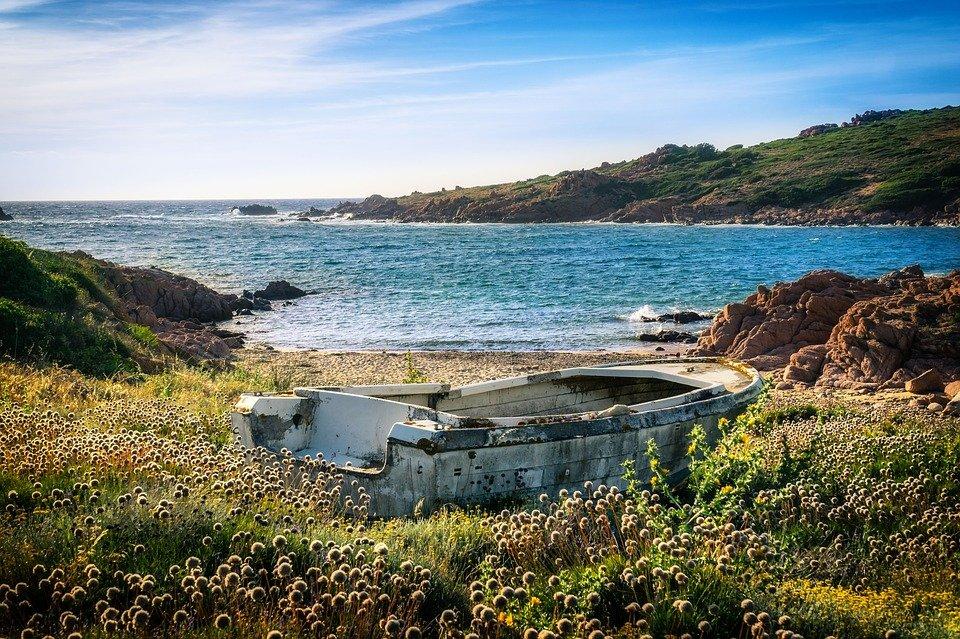 سردينيا وجهة سياحية صيفية أوروبية مهداة لهواة التاريخ والشواطئ 2027909181