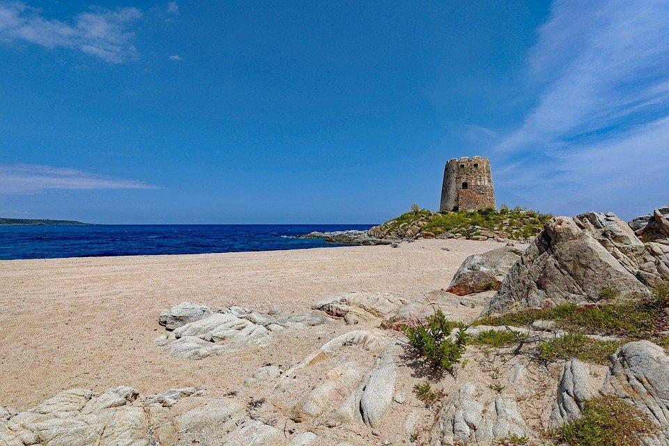 سردينيا وجهة سياحية صيفية أوروبية مهداة لهواة التاريخ والشواطئ 795489304