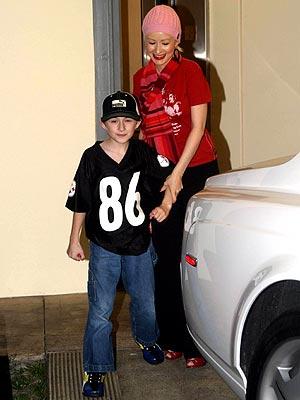 [Fotos+Video] Christina Aguilera y su Hermano yendo de Compras a Fred Segal (30/Mar/12) Caguilera2