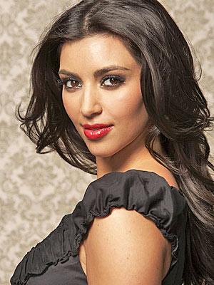 Įvertink šukuoseną Kimkardashian300b