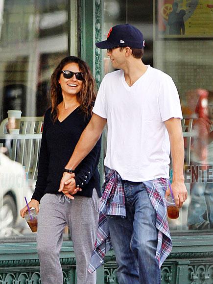 Mila Kunis and Ashton Kutcher. - Page 2 Ashton-kutcher-2-435