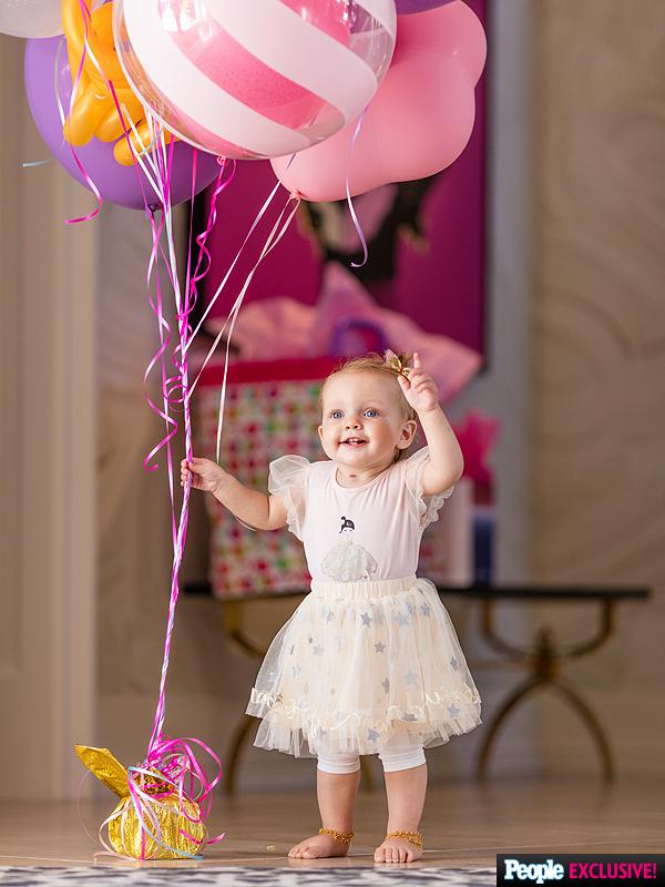 Summer Rain First Birthday Party Christina-aguilera-02-600x800