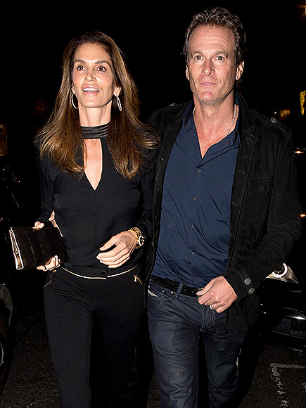 Triple date! George and Amal Clooney enjoy dinner with famous friends Matt Damon, Cindy Crawford and their significant others Oct 3, 2015 George-clooney-2-435