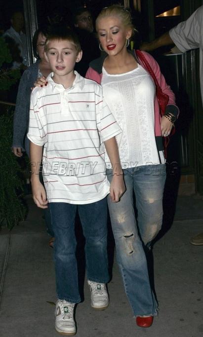 [Fotos+Video] Christina Aguilera y su Hermano yendo de Compras a Fred Segal (30/Mar/12) Christinaaguilera44478_cbb