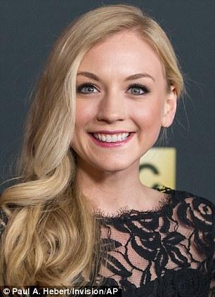 Emily Kinney / Beth Greene Emily_in_the_red_carpet_close_up