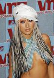 [Fotos] Christina - MTV Video Music Awards 2002. Th_82579_mtvvmas_2002_photcall_1096080170_123_437lo