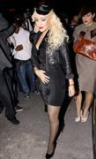 [Fotos + Video] Christina se Disfraza de Policia para Halloween 2010! Th_50032_out_oct31_1288630269_122_440lo