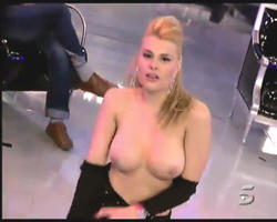 Hot Celebrity & Photoshoot Vids - Page 5 Th_353413260_08_122_56lo