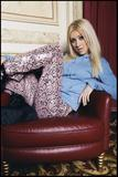 Christina Aguilera - Photoshoot Colection.- Th_60137_Christina_Aguilera-009393_Pascal_Potier_photoshoot5_2000_122_596lo