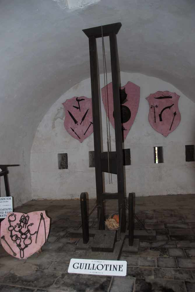 La guillotine de la Citadelle de Dinant - Belgique Guillotine_dinant_1-11ddc30