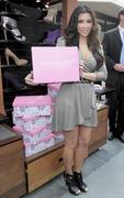 Kim Kardashian, Cleavy, ShoeDazzle at Century City Shopping Mall, 29gennaio2010 Th_15395_k9_122_253lo