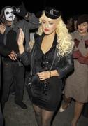 [Fotos + Video] Christina se Disfraza de Policia para Halloween 2010! Th_50175_out_oct31_1288630660_122_124lo