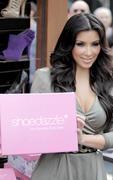 Kim Kardashian, Cleavy, ShoeDazzle at Century City Shopping Mall, 29gennaio2010 Th_15424_kk4_122_502lo