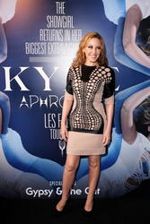 Kylie Minogue >> Noticias y rumores - Página 3 Th_447021160_cf746f27_115279364_8p_122_572lo