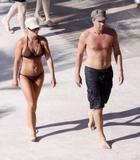 Njene slike...[molim bez komentara] - Page 4 Th_46646_Celebutopia-Britney_Spears_in_bikini_on_the_beach_in_the_Carribbean-16_122_542lo