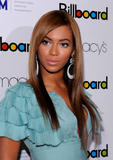 Beyonce -Cleavage, Billboard's 4th Annual Women In Music, New York, 02ott09 Th_31253_Beyonce_Billboard08s_4th_Annual_Women_In_Music_NYC_021009_015_122_199lo