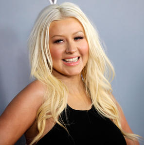 [Fotos+Videos] Christina Aguilera en la Premier de la 4ta Temporada de The Voice 2013 - Página 4 Th_985662772_001_Christina_Aguilera_14_122_165lo