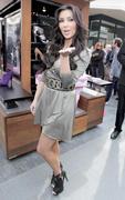 Kim Kardashian, Cleavy, ShoeDazzle at Century City Shopping Mall, 29gennaio2010 Th_15420_kk3_122_22lo