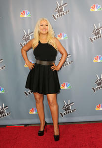 [Fotos+Videos] Christina Aguilera en la Premier de la 4ta Temporada de The Voice 2013 - Página 4 Th_985984640_Christina_Aguilera_53_122_187lo