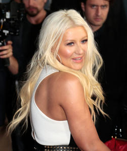[Fotos+Videos] Christina Aguilera en la Premier de la 4ta Temporada de The Voice 2013 - Página 4 Th_986079185_Christina_Aguilera_71_122_371lo