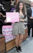 Kim Kardashian, Cleavy, ShoeDazzle at Century City Shopping Mall, 29gennaio2010 Th_15357_k0_122_383lo