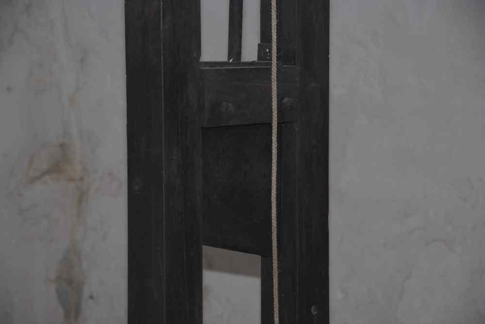 La guillotine de la Citadelle de Dinant - Belgique Guillotine_dinant_3-11ddc62