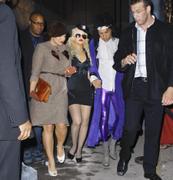 [Fotos + Video] Christina se Disfraza de Policia para Halloween 2010! Th_50373_out_oct31_1288631160_122_126lo