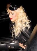 [Fotos + Video] Christina se Disfraza de Policia para Halloween 2010! Th_50248_out_oct31_1288630856_122_359lo