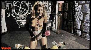 Gisele Lindley & Susan Tyrrell in Forbidden Zone (1980) Mjx1y0hgsxj2