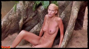 Daryl Hannah in At Play in At the Fields of the Lord (1991) E8bg1ihr9auk