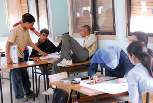 واقع المدرسة الجزائرية في صور ....هههههههه  Elev-1531bbb