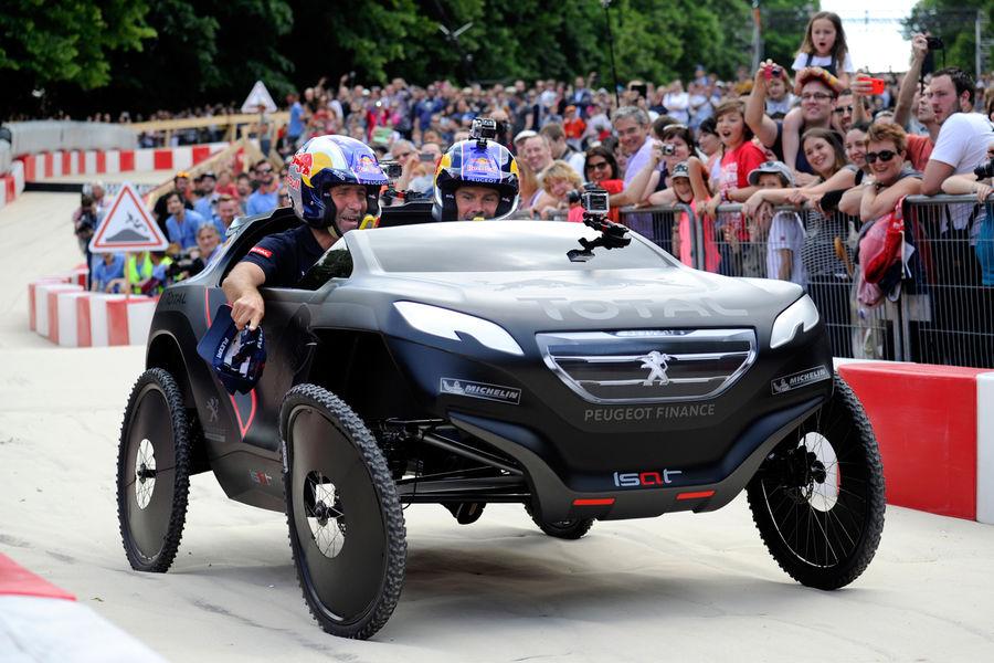 "[Sport] Le Rallye Raid (""Dakar"" etc.) - Page 2 Red-Bull-Seifenkisten-Rennen-Paris-2014-fotoshowBigImage-baa3952a-786430"