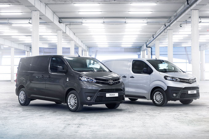 2016 - [Citroën/Peugeot/Toyota] SpaceTourer/Traveller/ProAce - Page 18 Toyota-Proace-Transporter-fotoshowImage-b414393d-938681