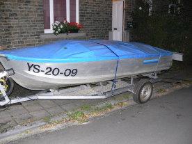 Une iée de la marque de cette barque ??? Barque13-cfb0c0