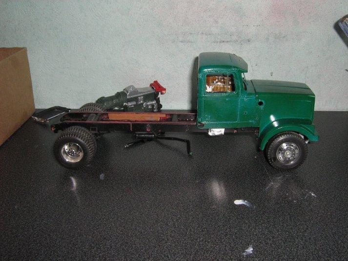 White-Truck Gcc5r44fc85