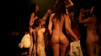 Celebrity Content - Naked On Stage - Page 5 X8jw2tdchdfr