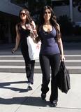 Kim Kardashian, Cleavy, Candids a Los Angeles, 06.01.2010 Th_17333__Everly_Kardashian_Ladies_7_122_520lo