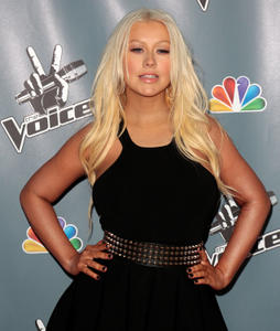 [Fotos+Videos] Christina Aguilera en la Premier de la 4ta Temporada de The Voice 2013 - Página 4 Th_985846378_Christina_Aguilera_28_122_72lo