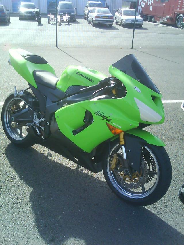 Voici ma moto dans sa nouvelle robe Dsc00289-647af1