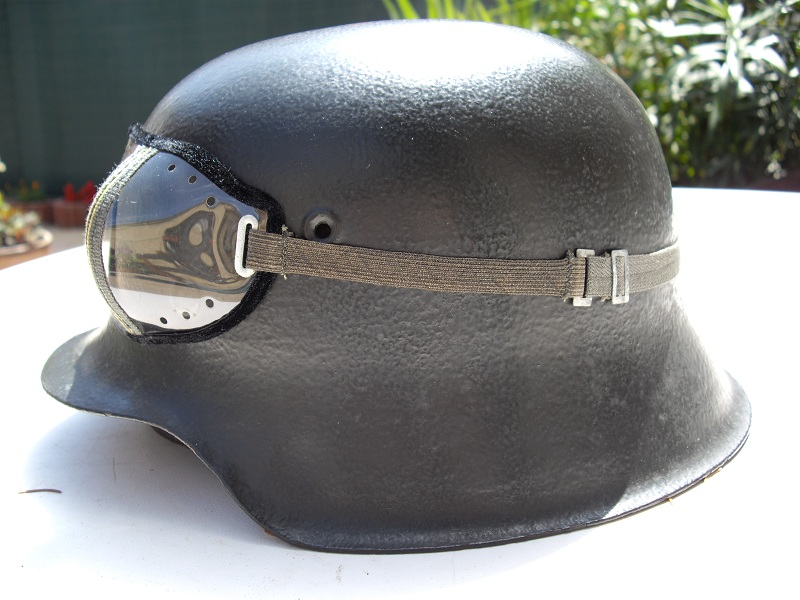 Vos casques allemands WW2... - Page 4 Imgp0557-1f25bda